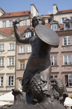 stare miasto: Syrenka Mermaid Monument Fountain, Old Town Square, Warsaw, Poland