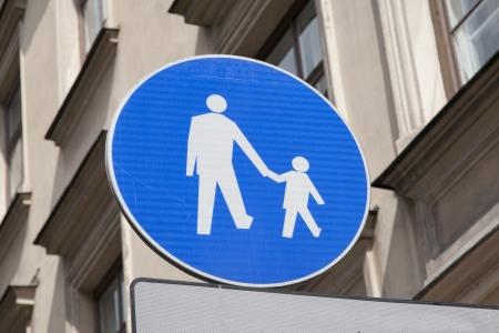 pedestrian sign: Blu pedonale Entra Ambito Urbano Archivio Fotografico