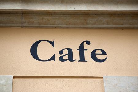 yellow stone: Muestra del caf� en amarillo Pared de piedra