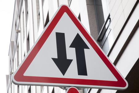 flèche double: Double-catégorie Signalisation Banque d'images
