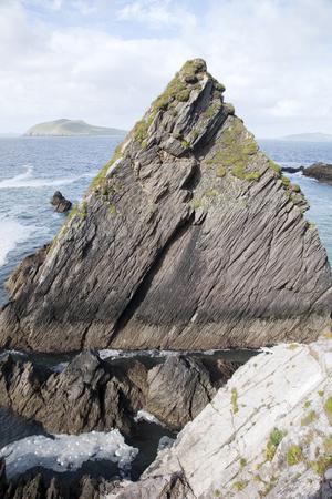dingle: Rock at Dunquin Harbour, Slea Head; Dingle Peninsula; Ireland