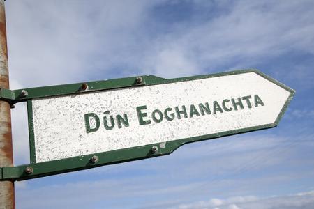 dun: Dun Eoghanachta Landmark Signpost; Inishmore; Aran Island; Ireland Stock Photo