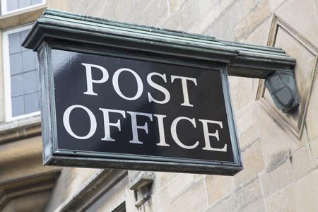 Segno Post Office sulla pietra Facciata