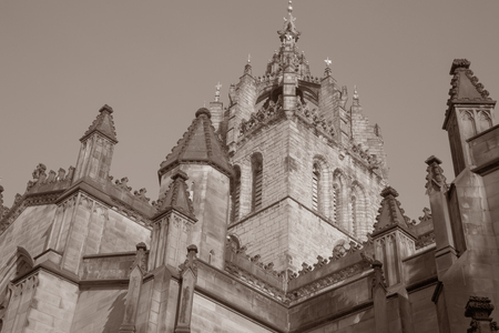 giles: St Giles Cathedral Church; Royal Mile; Lawnmarket; Edinburgh; Scotland in Black and White Sepia Tone Stock Photo