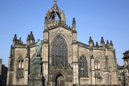 giles: St Giles Cathedral Church with Walter Scott Statue by Bohem (1888); Royal Mile; Lawnmarket; Edinburgh; Scotland