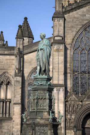 walter scott: St Giles Cathedral Church with Walter Scott Statue by Bohem (1888); Royal Mile; Lawnmarket; Edinburgh; Scotland