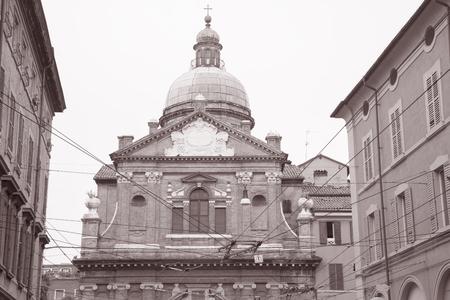キエーザ マドンナ奉納物教会, モデナ, イタリア白と黒のセピア色のトーン