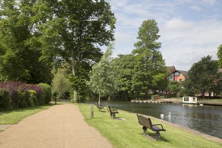 stratford upon avon: Footpath alongside River; Stratford Upon Avon; England; UK
