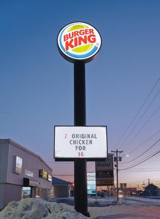 king: Truro, Canad� - 11 de enero de 2015: Burger King es una cadena de restaurantes de comida r�pida que operan en la mayor�a de los pa�ses del Hemisferio Occidental, Europa y Asia Oriental. Burger King tiene sede en Miami-Dade, Florida, EE.UU..