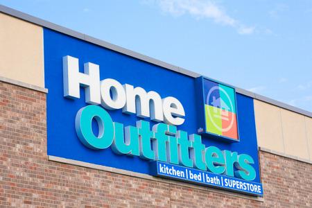 retail chain: Dartmouth, CANADA - 12 Luglio 2015: Home Outfitters � una casa canadese decorativo catena retail specializzata in articoli per la casa, biancheria da letto, asciugamani e altro arredamento. Editoriali