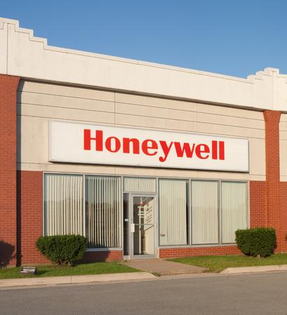 ダートマス、カナダ - 2015 年 8 月 16 日: ハネウェル ・ インターナショナルはアメリカの多国籍企業、製品、航空宇宙システムの広い範囲を生産とエ 報道画像