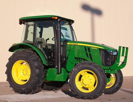 john deere: TRURO, CANADA - NOVEMBER 08, 2015: John Deere tractor display. John Deere is an American company manufacturing heavy industrial and lawn care equipment. Editorial