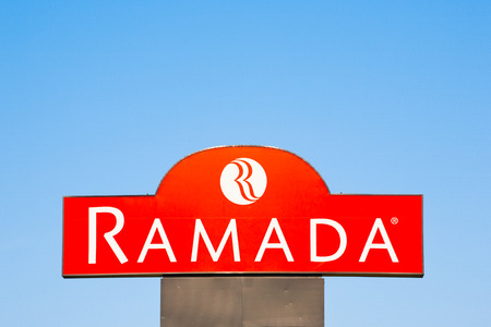 BURNSIDE, CANADA - JUNE 26, 2016: Ramada is a major hotel chain which operates on a worldwide basis. Ramada is operated and owned by Wyndham Worldwide. Редакционное