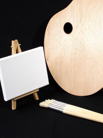 pallette: Une image de pinceaux, peintres pallette et un chevalet Banque d'images