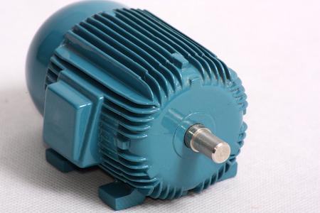 電気モーターのモデルのシャフト ・ エンドのビューを示す画像