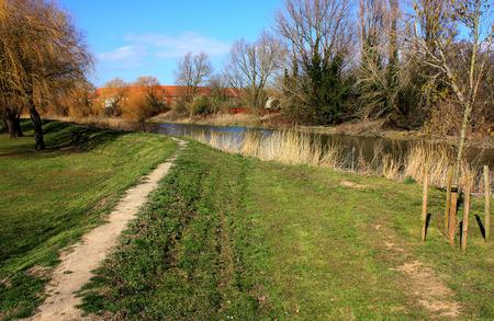 alongside: A pathway alongside the River Stour at Sandwich Stock Photo