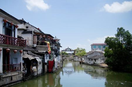 river county: River of Tongli, in Wujiang county.