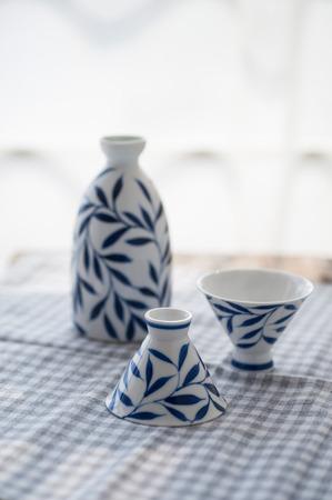 青と白の磁器紅茶セット