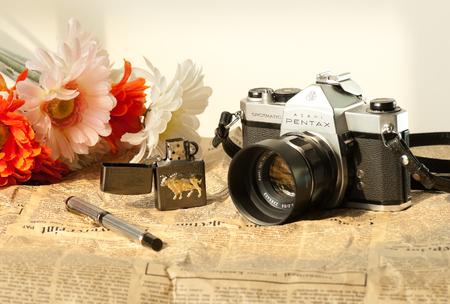 encendedores: Las cámaras de cine y encendedores, bolígrafos Pentax Editorial