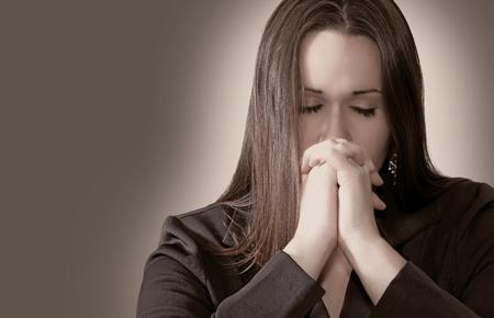 prayer hands: Donna che prega con le mani insieme