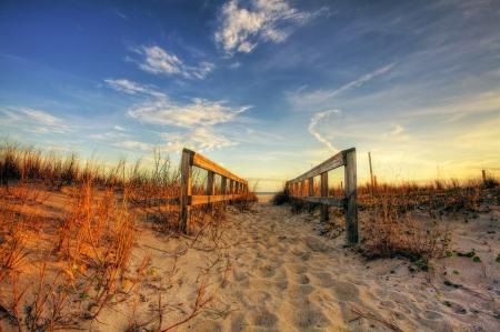 Mooi landschap met promenade naar het strand