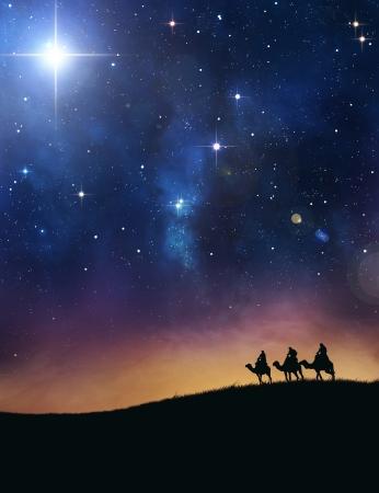 reyes magos: Tres hombres sabios que siguen la estrella de Bel�n. Foto de archivo
