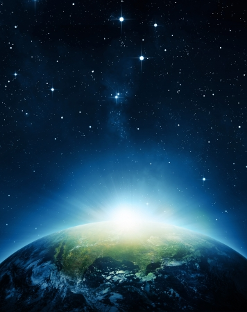 Zonsopgang op de planeet aarde. Elementen die door NASA. Stockfoto - 23765526