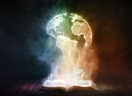 biblioteca: Un libro abierto brilla intensamente y revela un globo del mundo.