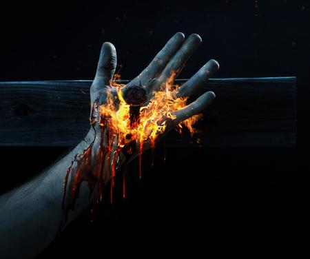 Hand van Jezus gekruisigd met bloed en vuur