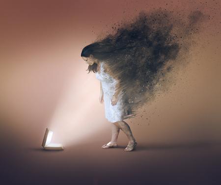 Una mujer es limpiada por el poder de la Biblia