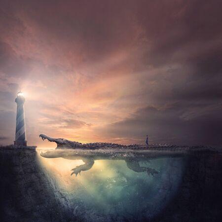 Eine Frau folgt einem gefährlichen Weg zum Leuchtturm, einem großen Alligator, der sich im Wasser versteckt