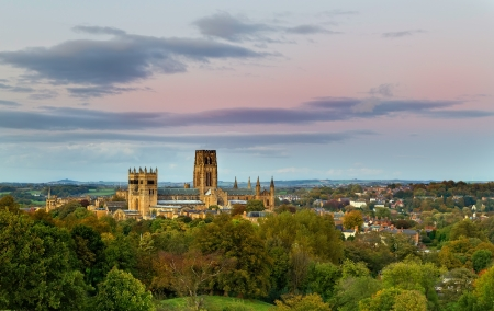 durham: Durham Cathedral standing over the city of Durham in the evening light just before sunset