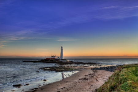 St Marys lighthouse from the shore shortly after sunrise