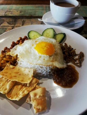 lemak: Nasi lemak with coffee