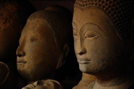 cabeza de buda: Cabeza de Buda de piedra arenisca