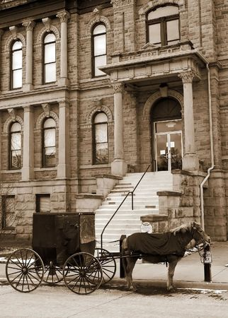 amish buggy: Buggy Parked in front of a courthouse Stock Photo