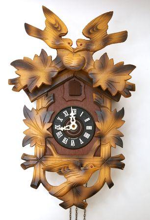 reloj cucu: Reloj de cuco sobre fondo blanco