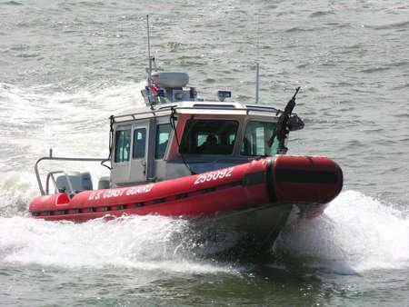 Guardia Costera de EE.UU. en barco Foto de archivo - 443437