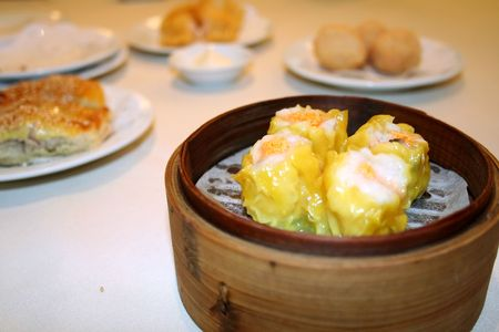 sum: Chinese dim sum, in traditional bamboo container Stock Photo