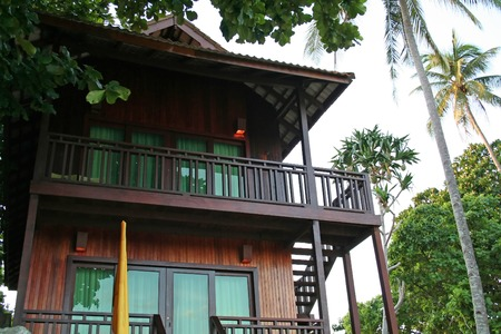 bungalows: Tropical balineses style resort beach house with balcony