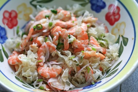 Aisan shrimp salad, with chopped onions and chillis photo