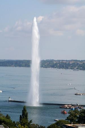 Getto d'acqua sul lago di Ginevra a Ginevra, Svizzera Archivio Fotografico - 1629618