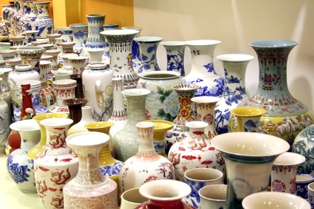 tera: Traditional chinese fine decorative porcelain vases and figurines