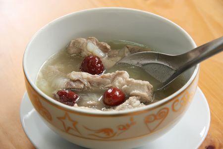 bulion: Wieprzowina zupy żebra tradycyjnej kuchni chińskiej jasny bulion Zdjęcie Seryjne