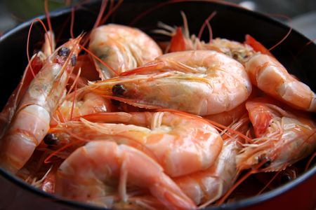 unpeeled: Whole fresh cooked prawns in shell unpeeled Stock Photo