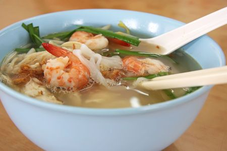 chinese noodle: Chinese noodle soup with prawns in bowl