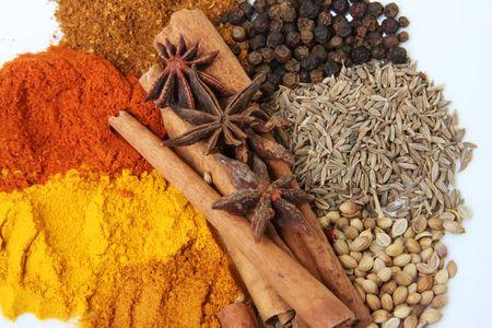 masala: Especias y hierbas para sazonar los ingredientes de cocina Foto de archivo