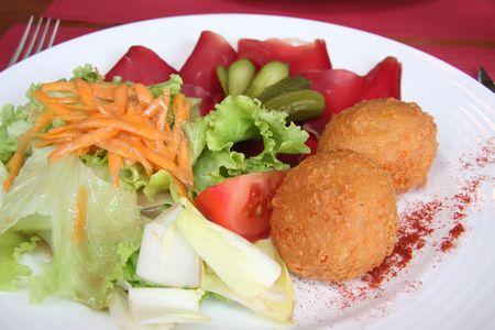specialit�: Palline di formaggio fritto molokoff, di specialit� alimentari tradizionali svizzere