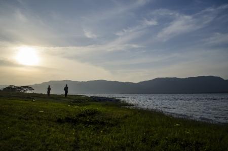 Esta imagen muestra a la gente que busca la naturaleza