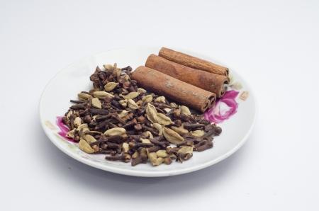 La especia se utiliza para cocinar capturado en el fondo blanco Foto de archivo